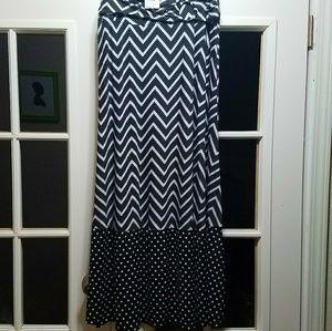 BNWT Ladies Black/White Maxi Skirt